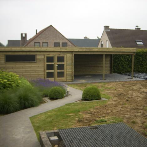 Tuinhuis met open relaxruimte